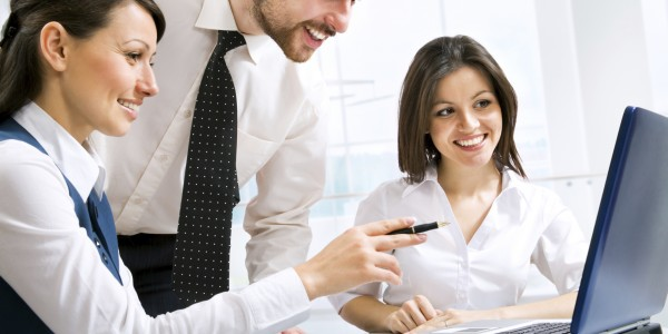 office-team-using-laptop